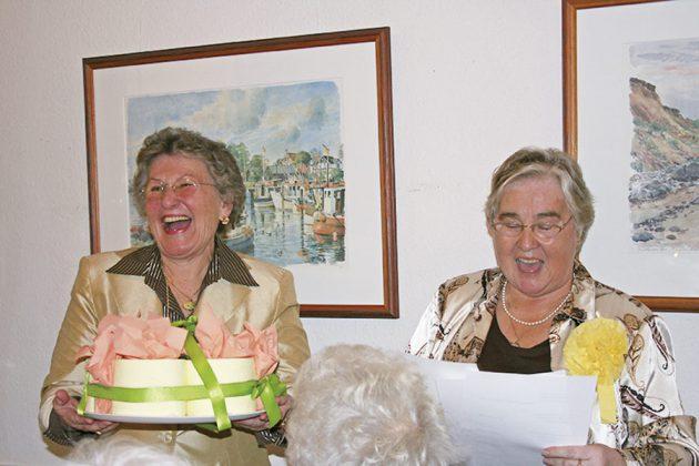 Kaffee, Kuchen und Gedichte: zu jedem Geburtstag gab's ein ganz persönliches Programm mit viel Esprit und guter Laune