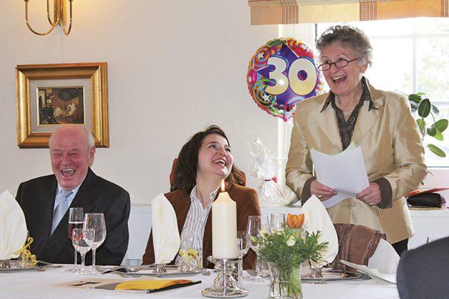 Bester Laune zum 30. Seniorentreff-Jubiläum: Helga Schütt (re) neben der damaligen Bürgermeisterin Hatice Kara und Ex-Bürgermeister Gerhard Fandrey