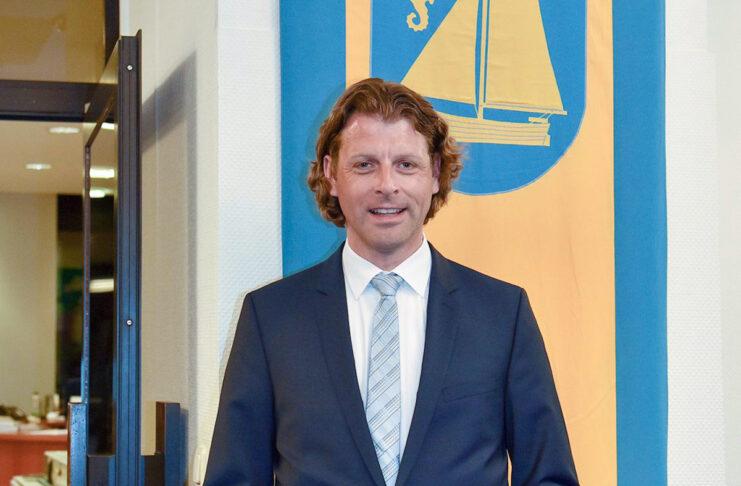 Robert Wagner ist seit zwei Jahren Bürgermeister in Timmendorfer Strand und steht wegen seiner Amtsführung in der Kritik seiner Mitarbeiter im Rathaus. Jetzt hat er in einem offenen Brief dazu Stellung bezogen.