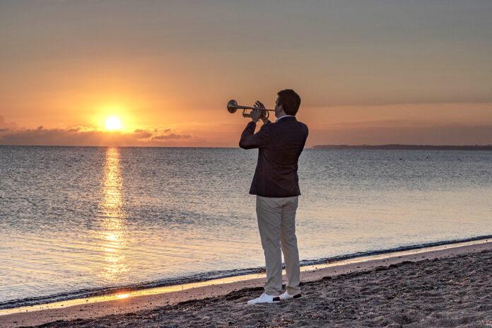 Stimmungsvoller Auftakt mit Musik: Martin Berner begrüßt den Tag mit softem Sound © Vollbrecht