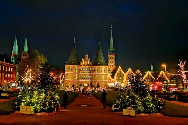 Weihnachtsstimmung ohne Trubel: Lübeck leuchtet in schönsten Farbkaskaden