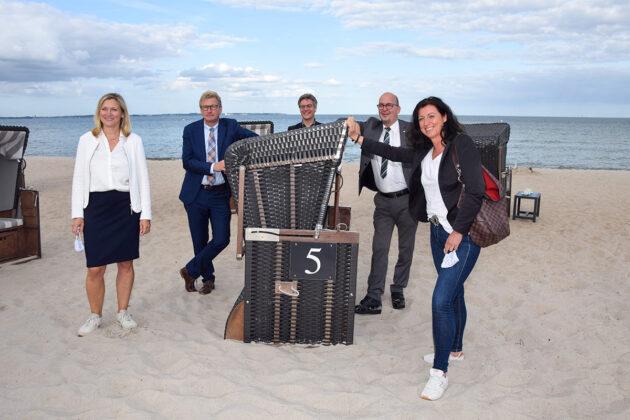 """""""Wir sind noch ganz gut durchgekommen"""", resümmieren die Tourismus-Experten, hier am Scharbeutzer Strand"""