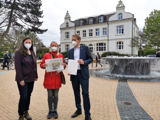 """""""Für die sichere Radstrecke unserer Kinder brauchen wir eine kurzfristige Lösung"""" appellierte Anne Zwilling (Mitte) an Ministerpräsident Daniel Günther und die amtierende Bürgermeisterin Melanie Puschaddel-Freitag."""