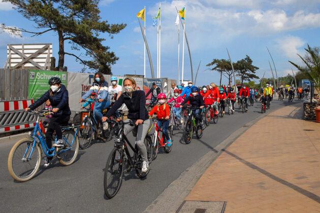 Die Teilnehmerzahl zeigt deutlich, wie groà das Interesse an einem sicheren Fahrrad- und vor allem Schulweg für die Kinder ist. (Foto: Susanne Dittmann)